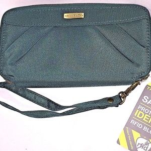 Travelon Pine Green Safe ID RFID Blocking Wallet